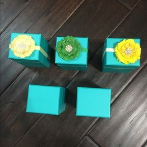 5 empty Tieks gift card boxes with 3 flowers.
